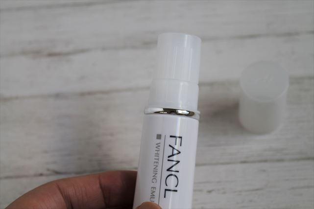 ファンケルの美白乳液開封の仕方内キャップ